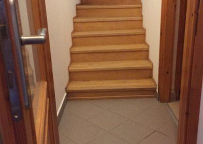 Előtér lépcső előtte
