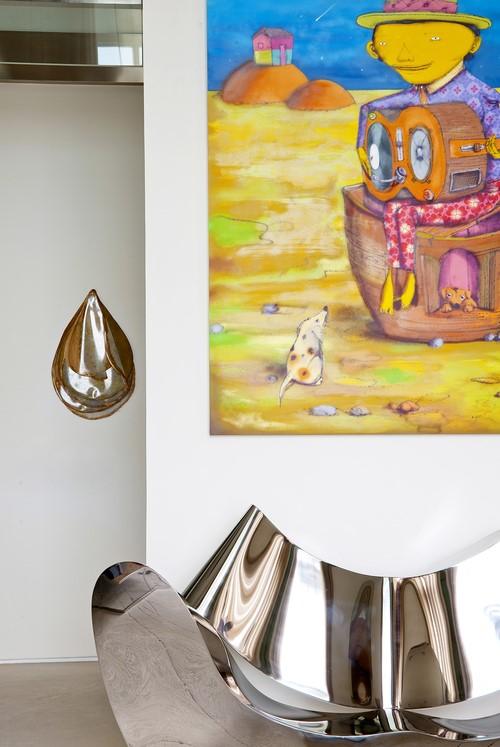 modern festmény alatt dizájn fotel