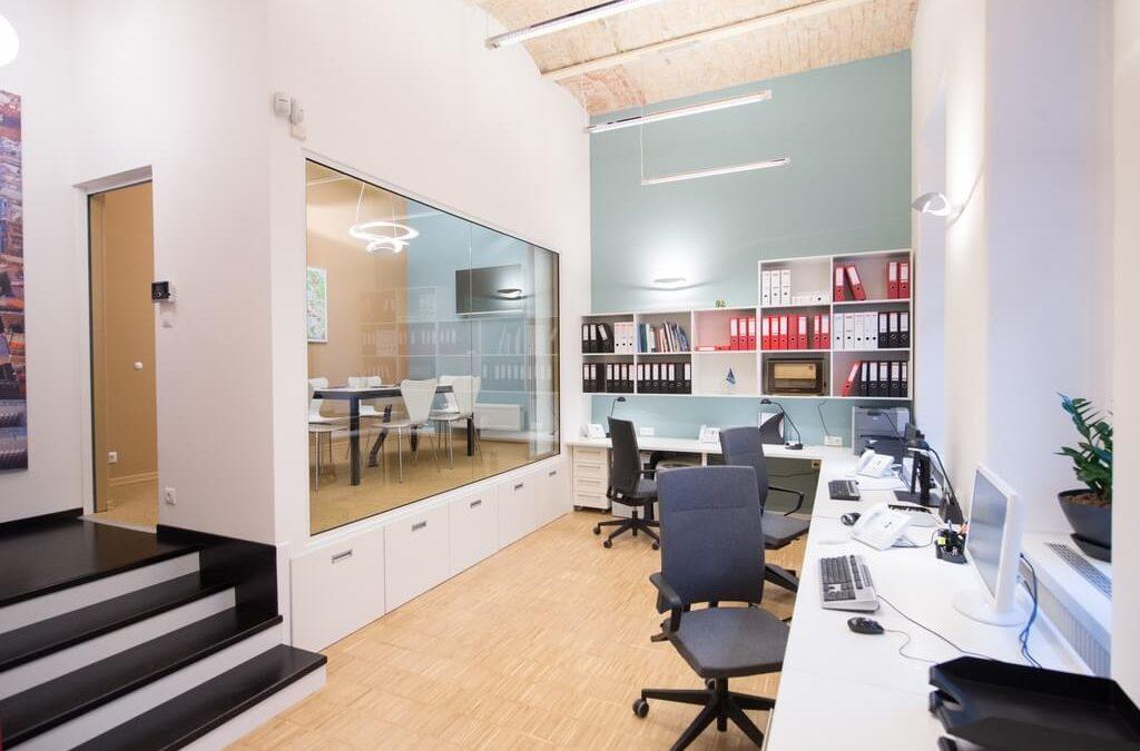 Kiadó iroda keresés előtt és után: iroda tervezés 7 lépésben